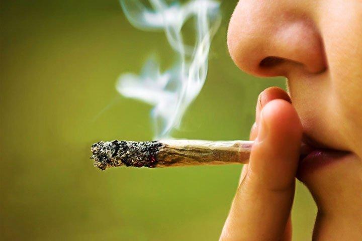 fájdalom a nyelőcsőben a dohányzástól)