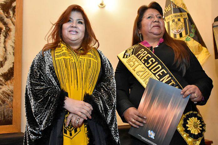 Verónica Palenque y Inés Quispe de Salinas