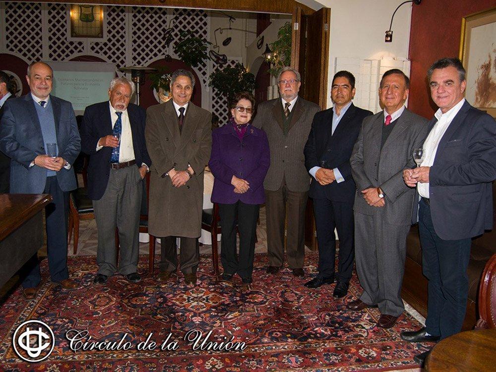 Rosario Chacòn Presidenta del Círculo de la Unión y socios