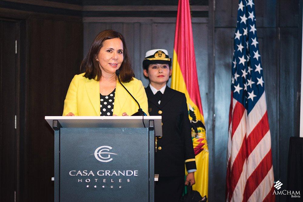 Dra. Karen Longaric