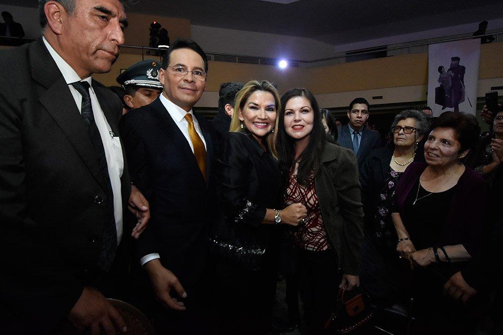 Gonzalo Rivera Jeanine Añez Vanessa Ríos