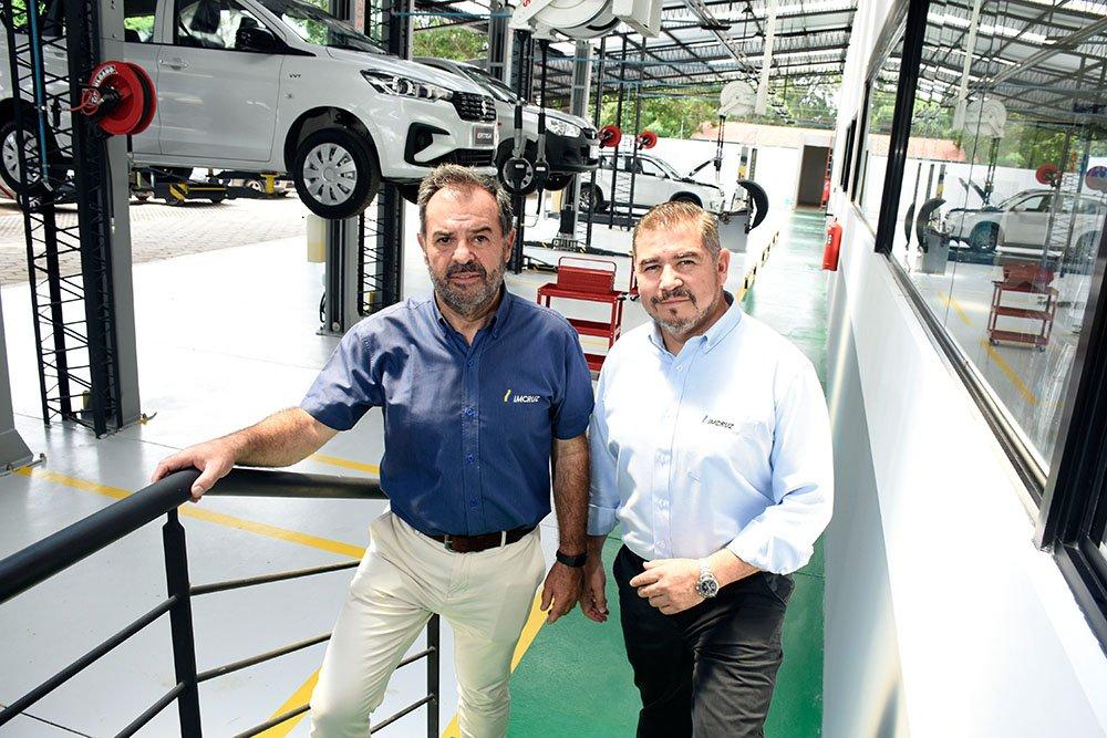 José Rodríguez gerente nacional postventa y Luis Yañez