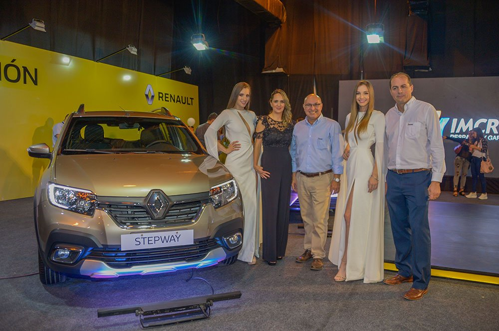 Nohelia Portales Mónica Argandoña Brand Manager Renault Gabriel Davalos Jimena Ardizzone y Esteban Soruco Gerente Automotriz Imcruz