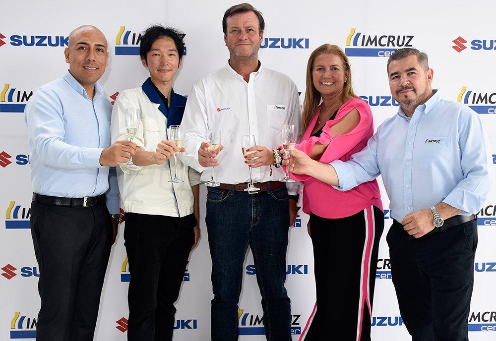Pavel Flores Masahiro Kato window person para Latinoamérica de Suzuki Enrique Pagola María Inés Carrasco y Luis Yañez