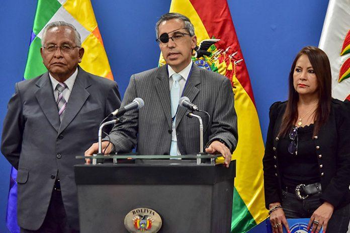 Víctor Hugo Cárdenas Alfonso Tenorio e Isabel Fernández
