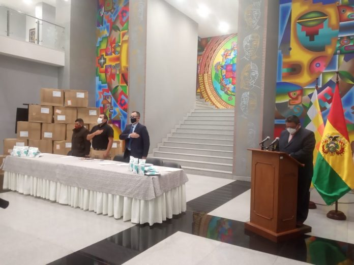 Gobierno recibe donación de 200 mil barbijos para la lucha contra el COVID