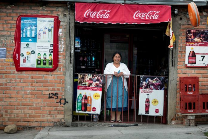 Coca Cola compra insumos a productores locales e impulsa el desarrollo de iniciativas destinadas a la creacion de valor para los pequenos comerciantes y las comunidades