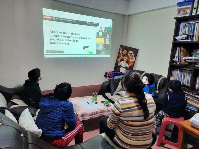 736 ninos y ninas y adolescentes 464 mujeres y 272 varones participaron en sesiones virtuales interactivas
