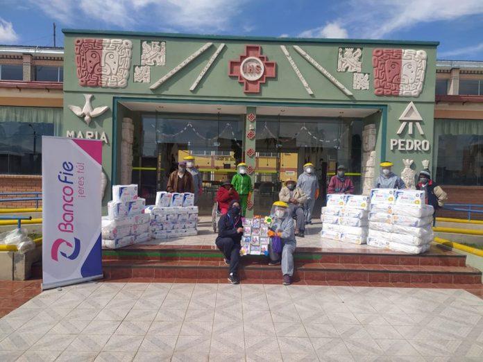Banco FIE realizo la entrega de 70 paquetes de panales a la Casa de la Tercera Edad San Martin en la ciudad de El Alto