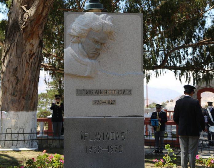 El monumento de Beethoven reluce nuevamente en el parque mirador El Monticulo