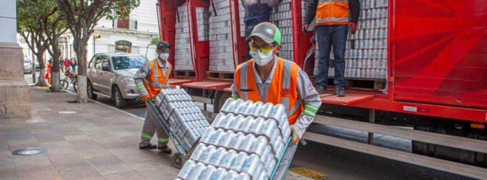 CBN entrego 19.200 unidades de agua para bomberos que combaten los incendios en Chuquisaca