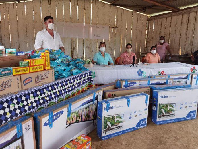 Gestion Social continua su recorrido entregando ayuda humanitaria en el Beni