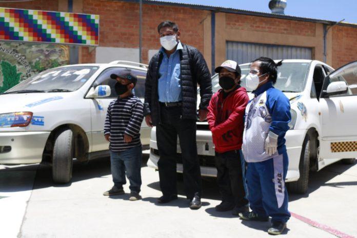 Donacion de vehiculos a la Asociacion de Personas con Discapacidad de Talla Baja de Oruro