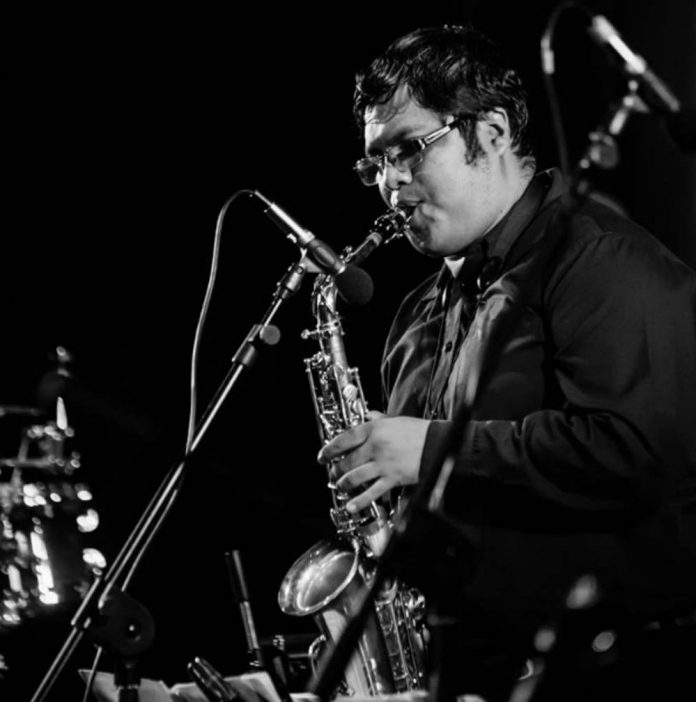 El saxofonista boliviano Luis Alarcon Zabala en concierto. Foto Espacio Simon I. Patino
