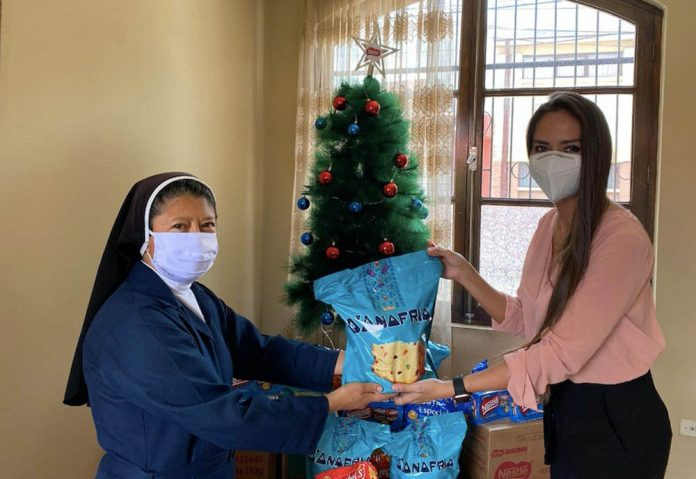 Nestle y Mabel´s llegaron a hogares de ninas ninos y adultos mayores destacando que el mejor regalo en navidad es compartir