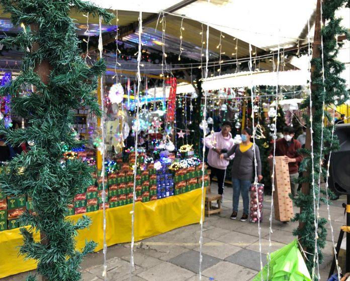 Unos 3.000 expositores ofrecen productos en la Feria Navidena del Parque Urbano Central