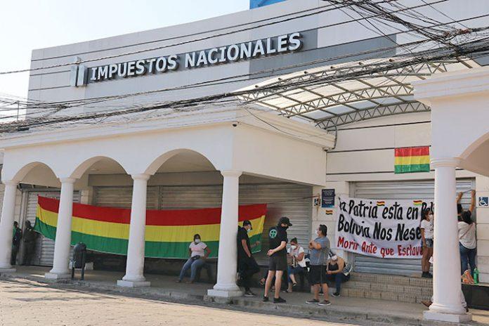bloquean acceso a Impuestos Nacionales en Santa Cruz