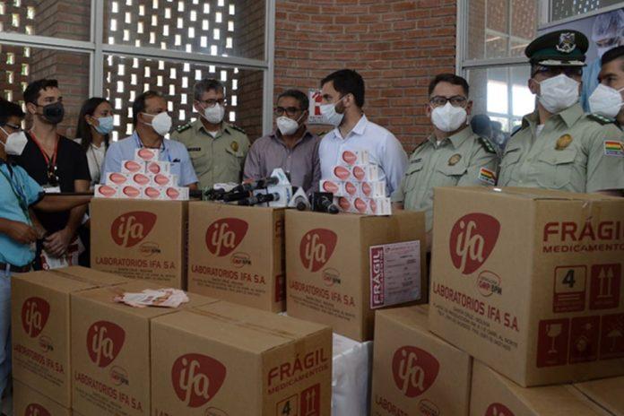 IFA dona medicamentos y equipo para investigacion del Covid19 a la Policia Boliviana