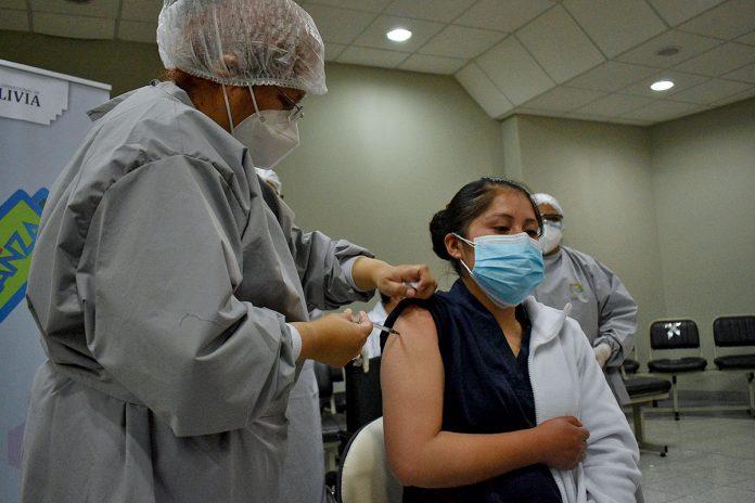 vacunación médicos y enfermeras