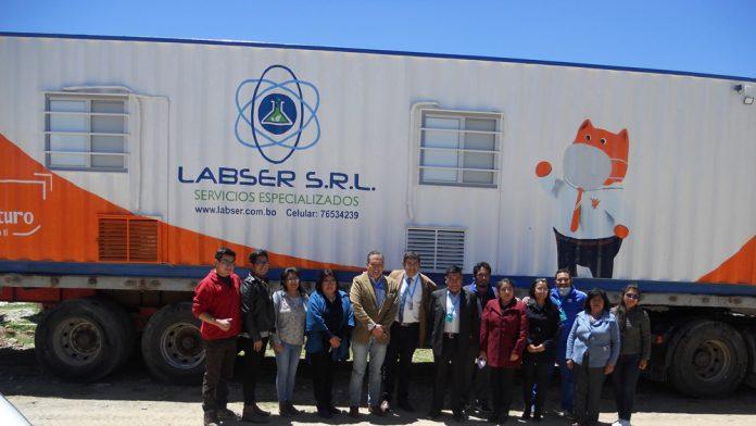 Equipo Medico del Laboratorio Movil y ejecutivos de Ecofuturo y Labser