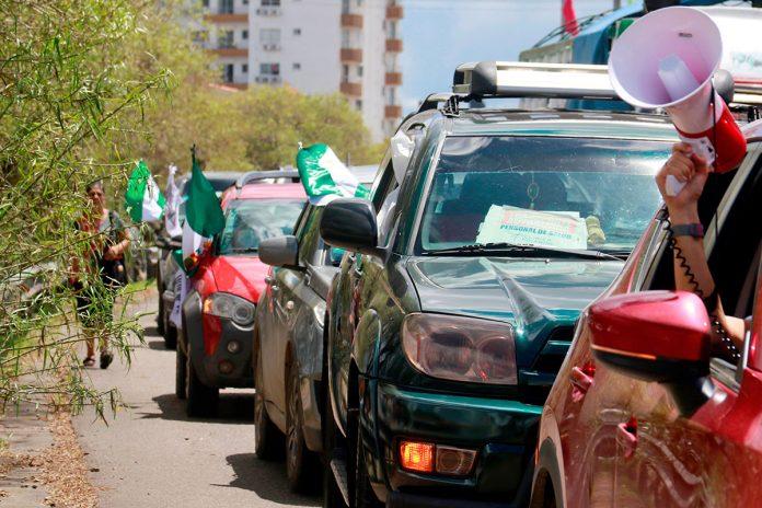 caravana de vehículos