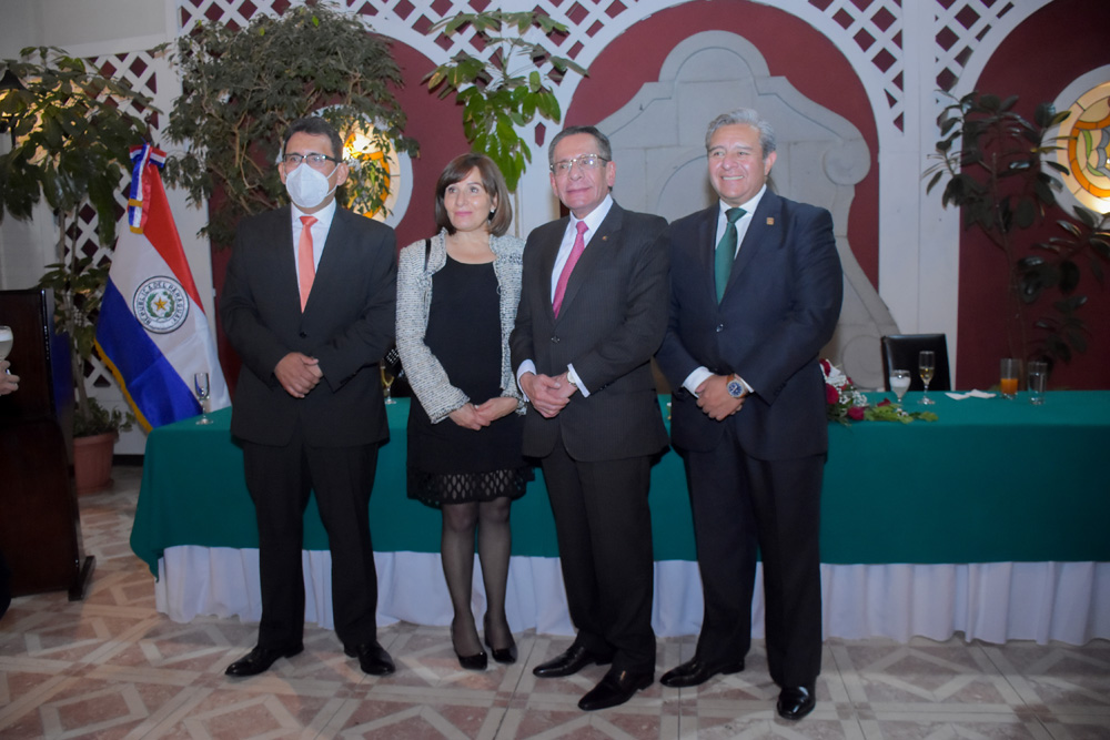 Pablo Camacho Cinthia Aramayo Mario Paredes Juan Carlos Viscarra