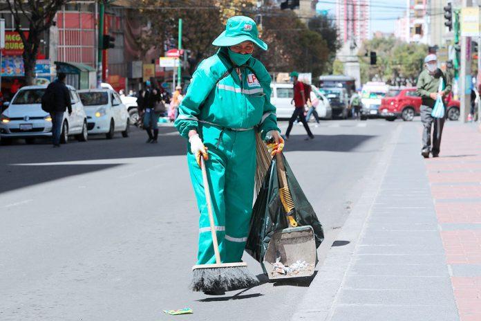 trabajadora de La Paz Limpia