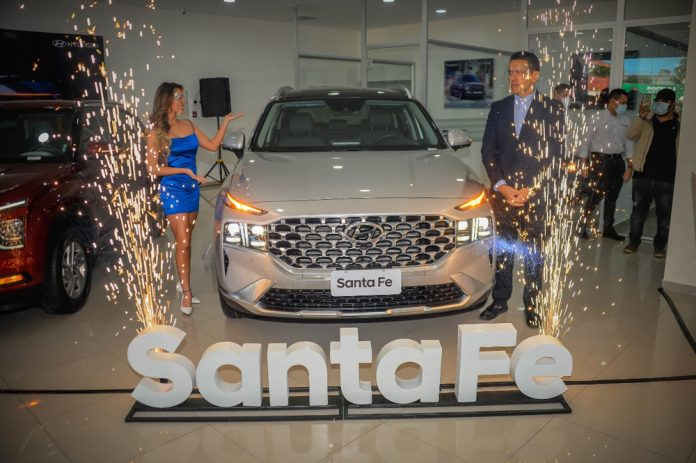 Creta y Santa Fe 2022, ya se exhiben en el flamante showroom de Hyundai