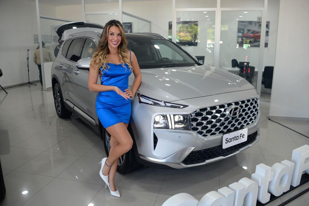 Dayana Molina junto a la Santa Fe 2022