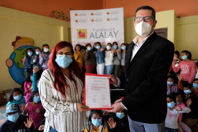 EMBOL dona dispositivos electronicos a la Fundacion Alalay