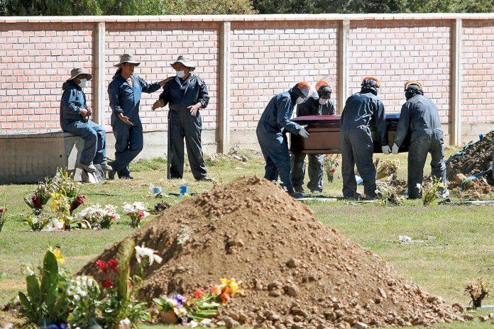 cementerios colapsan en Cochabamba