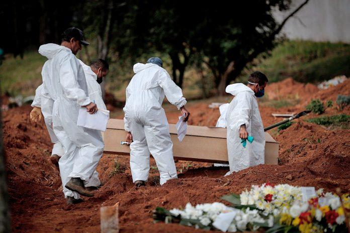 víctima mortal de covid-19 en Brasil