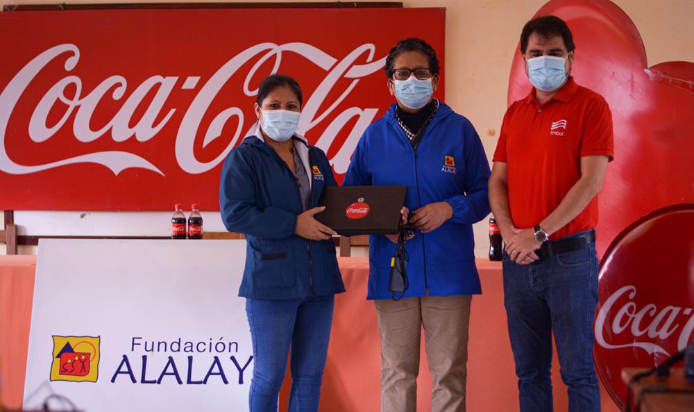 EMBOL dona dispositivos electronicos a la Fundacion Alalay en Santa Cruz