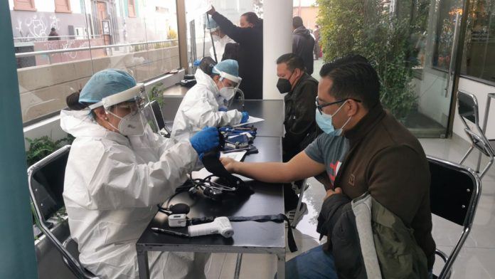 Minsalud y Unifranz se plantean desafio de vacunar a mas de 600 personas por dia en Moderno Centro de Vacunacion