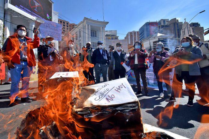 protestaron los trabajadores de la CNS