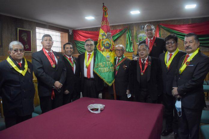 Amigos de la Ciudad Izo la Bandera conmemorando las fiestas julias