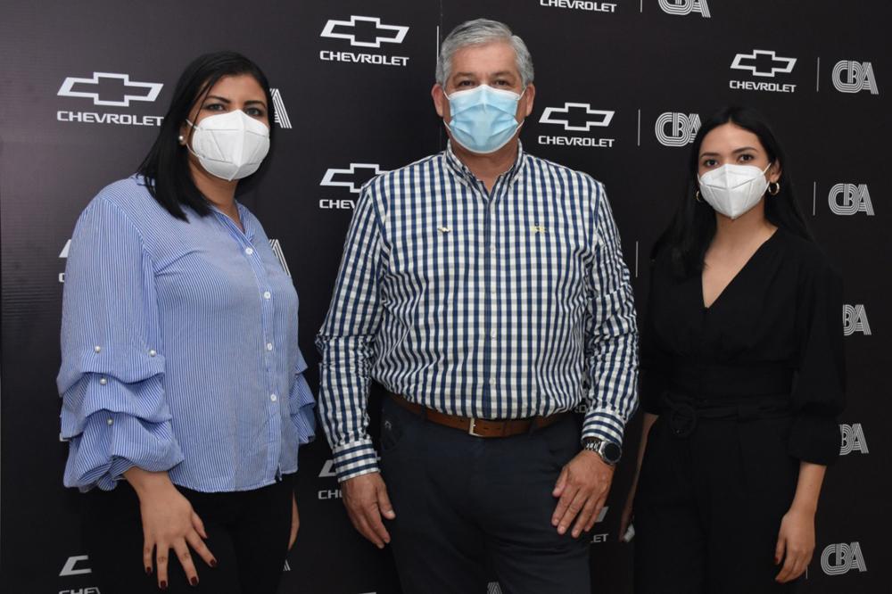 Eliana Vargas Mauricio Gotelli representante de General Motors y Alejandra Garcia
