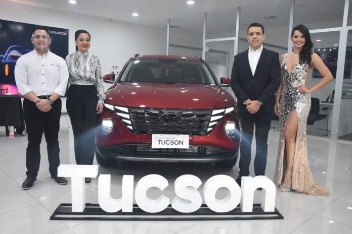 Gustavo Gutierrez jefe de marketing Rosario Villavicencio gerente regional Francisco Osinaga gerente general Carmax y Romy Paz