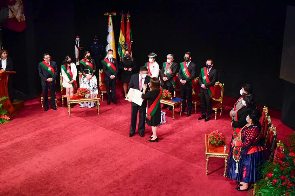 La CNI recibe del GAMLP maxima condecoracion Procer Pedro Domingo Murillo