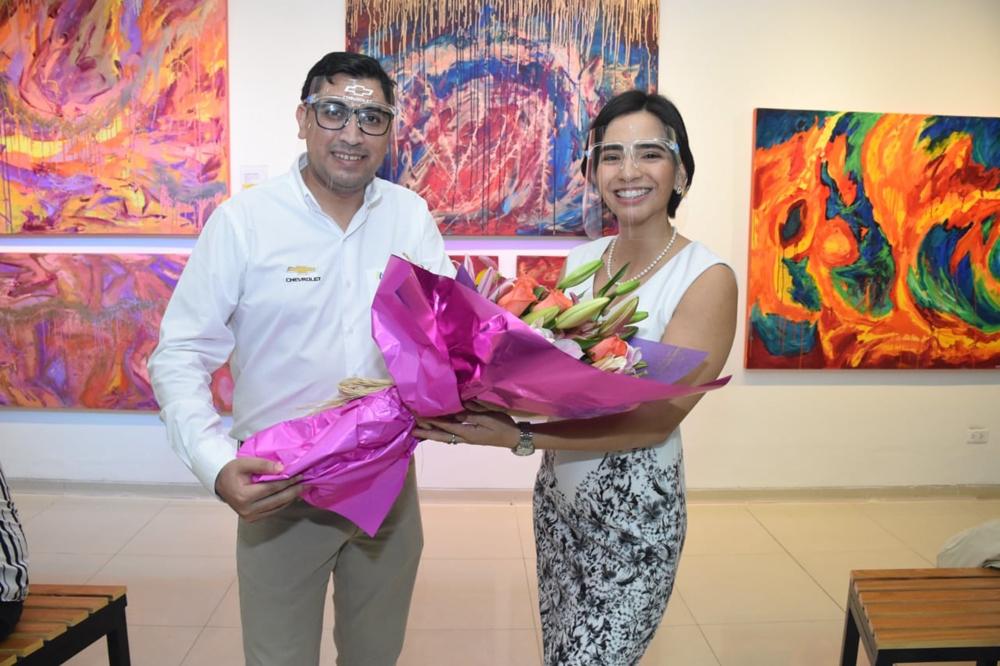 Nelson Cabrera Brand Manager Chevrolet y la artista Maria Jose Menacho