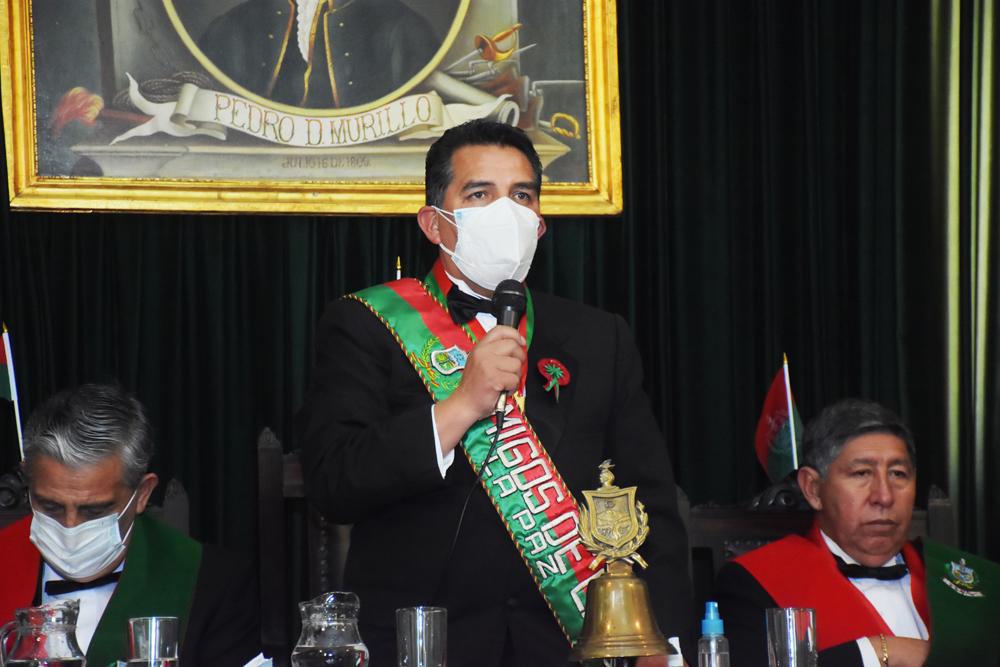 Presidente de la institucion de Amigos de la Ciudad Freddy Cuentas Gutierrez
