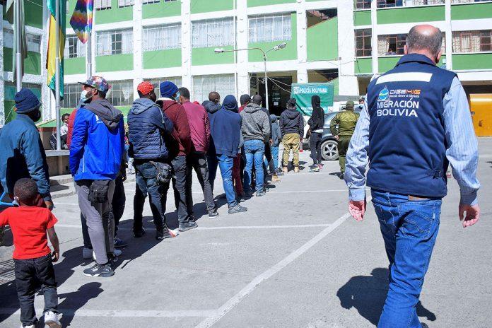 migración detiene a 57 haitianos