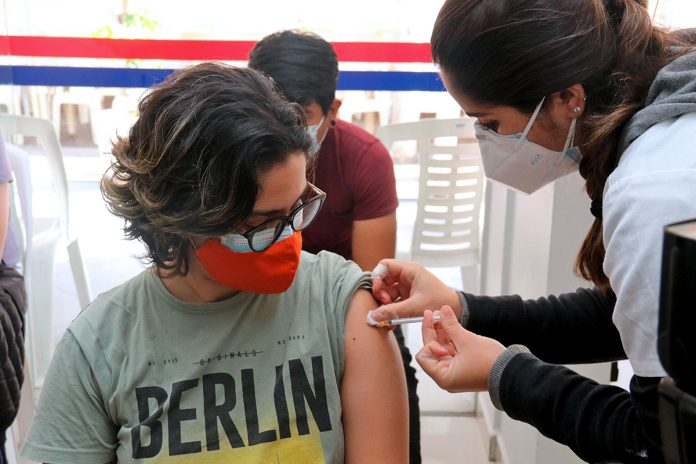 vacunación de jóvenes en Santa Cruz