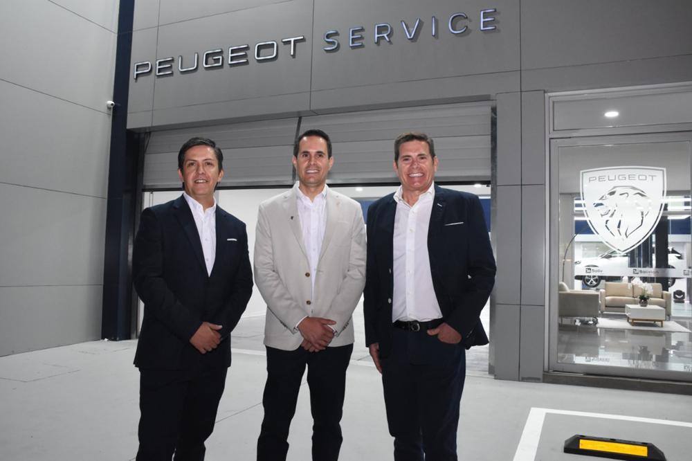 Jose Cortez gerente Gral. BA Diego Salvatierra Gte. automotriz Peugeot y Johnny Salvatierra presidente de directorio BA