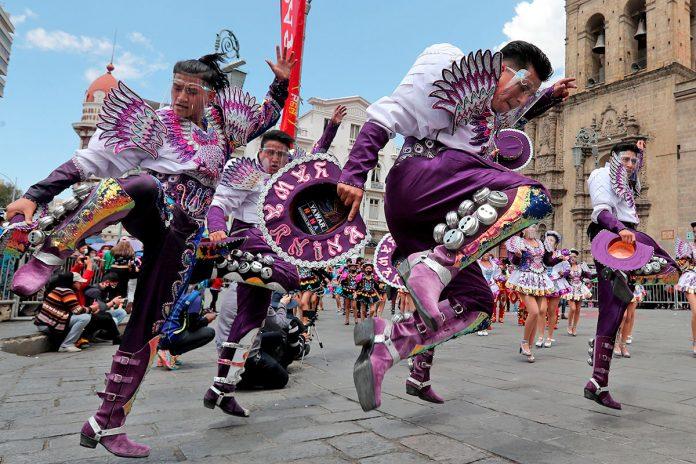 Bailarines se unen en La Paz para reivindicar el origen del caporal