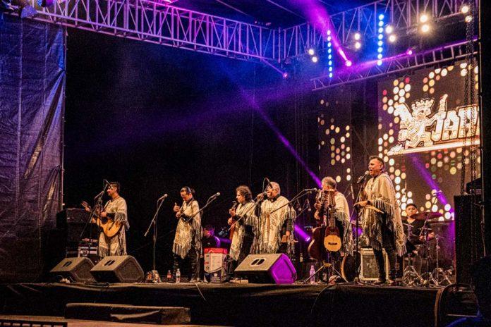 Los kjarkas le pusieron ritmo a la noche crucena en un concierto que repaso 50 anos de historia
