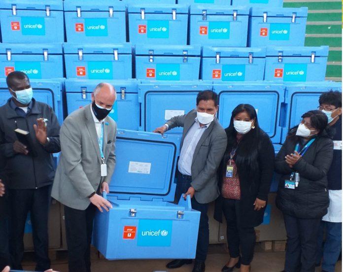 UNICEF entrega 1400 cajas de transporte de vacunas al Ministerio de Salud y Deportes